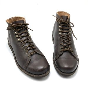 VIBRAM Leather Lace Up Chukka Ankle Boots